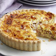 A Quiche Lorraine recipe by Mary Berry on HOUSE - design, food and travel by House & Garden. Great British Bake Off, Mary Berry Quiche Lorraine, Best Quiche Lorraine Recipe, Dairy Free Quiche Lorraine, Best Quiche Recipe Ever, Best Quiche Recipes, Lorraine Recipes, Picnic Recipes, Dinner Recipes