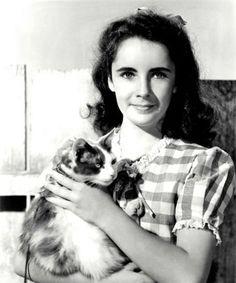 Elizabeth Taylor,fue una actriz británica-estadounidense