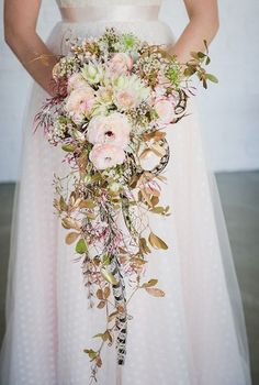 20 Stunning Cascading Bouquets & Expert Tips from Florists - Bridal Musings Wedding Blog