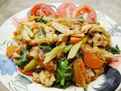 Pad Si Iw (thick noodle stir-fried with shrimp and squid) Fried noodle