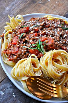 Lentils seasoned with chorizo spices are turned into the most delicious, healthy and satisfying bolognese. Serve over your favorite pasta for the best meal ever! Yummy Pasta Recipes, Veg Recipes, Vegan Recipes Easy, Vegetarian Recipes, Savoury Recipes, Quick Vegan Meals, Healthy Eating Recipes, Sin Gluten, Gluten Free