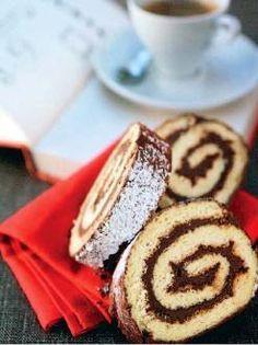 Προθερμαίνετε το φούρνο στους 210° C. Χτυπάτε με το μίξερ τα 3 ασπράδια με I πρέζα αλάτι, μέχρι να γίνουν σφικτή μαρέγκα. Χτυπάτε χώρια σε ένα άλλο μπολ τα 3 αβγά με τους 3 κρόκους... Cupcake Cakes, Cupcakes, Cooking Cake, Nutella, Cake Recipes, Food And Drink, Sweets, Chocolate, Breakfast