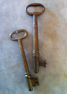 Old House Keys - the kind of key that went to our front door. Great Memories, Childhood Memories, Door Knobs And Knockers, Old Keys, House Keys, Dutch Door, Antique Keys, Key Lock, Rusty Metal