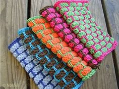 This lovely knit ballband dishcloth is a real classic. The Knit Ballband Dishcloth FREE Pattern is very easy to understand with step by step instructions. Easy Knitting, Knitting For Beginners, Loom Knitting, Knitting Stitches, Dishcloth Knitting Patterns, Crochet Dishcloths, Crochet Pillow, Knit Crochet, Knit Cowl