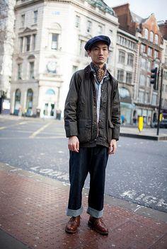 紺キャスケット×Barbourジャケット×ダンガリーシャツ×デニムパンツ×ブラウンカントリーブーツ                                                                                                                                                                                 もっと見る