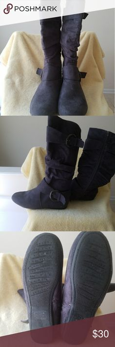 Rue 21 Boots Gently Used Rue 21 gray boots. Size M 7/8 Rue 21 Shoes Winter & Rain Boots