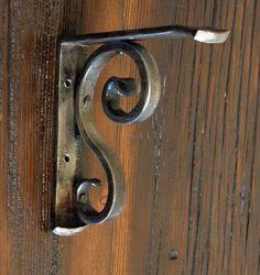 Wall Shelf Bracket Forged by a Blacksmith von ArtisansoftheAnvil