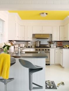 Yellow and Grey Kitchen Decor . 24 Lovely Yellow and Grey Kitchen Decor . How to Decorate the Kitchen Using Yellow Accents Grey Yellow Kitchen, Yellow Kitchen Decor, Kitchen Themes, Kitchen White, Kitchen Ideas, Kitchen Colors, Kitchen Decorations, Kitchen Designs, Yellow Ceiling
