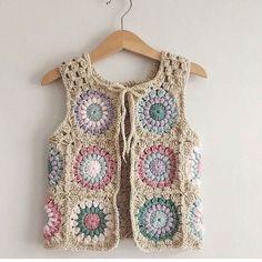 22 Super Ideas for crochet cardigan girl granny squares Crochet Long Sleeve Tops, Crochet Crop Top, Cute Crochet, Crochet Jumper, Knit Crochet, Crochet Scarf For Beginners, Baby Dress Design, Granny Square Crochet Pattern, Crochet Woman