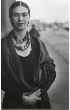 In Detroit, Frida Kahlo, for the first time, consciously decides that she will paint about herself, and that she will paint the most private and painful aspects of herself. Never before had a woman put such agonized poetry on canvas as she did at this time in Detroit. After she miscarried, she channeled her grief into art, drawing while in the hospital, then painting the evocative self portrait Henry Ford Hospital. #MrBowerbird