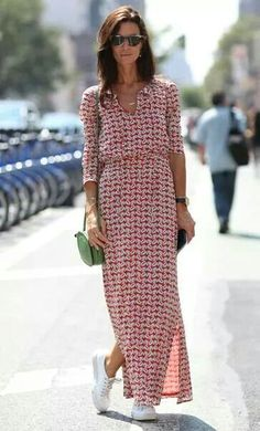 Street Style - New York Fashion Week Spring 2015 - gorgeous long sleeve maxi dress worn with sneakers Nyfw Street Style, Cool Street Fashion, Street Styles, Street Chic, Street Wear, New York Fashion, Mode Ab 50, Dress And Sneakers Outfit, Sneakers Mode
