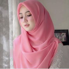 What is Hijab Hijab is a piece of cloth used by women to cover their heads and faces. Hijab is mostly worn by Muslim women. Beautiful Hijab Girl, Beautiful Muslim Women, Beautiful Asian Girls, Muslim Hijab, Muslim Dress, Hijab Dress, Casual Hijab Outfit, Hijab Chic, Hijabi Girl