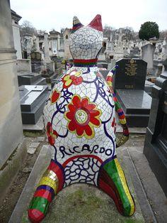 Le chat de Ricardo (Niki de Saint Phalle) - Cimetière du Montparnasse - Paris - France Cemetery Headstones, Old Cemeteries, Cemetery Art, Graveyards, Jean Tinguely, Chat Paris, Unusual Headstones, French Sculptor, Art Sculpture