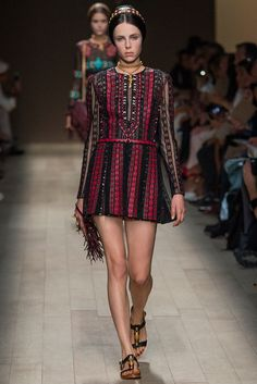 Valentino Spring 2014 Ready-to-Wear Fashion Show - Edie Campbell (Viva)