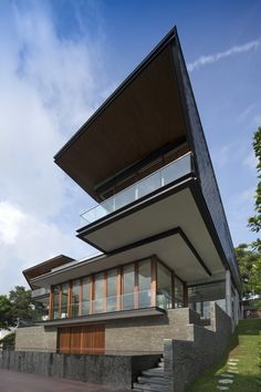 Image 1 of 16 from gallery of Hillside House / Architects. Photograph by Albert KS Lim Houses Architecture, Beautiful Architecture, Residential Architecture, Interior Architecture, Modern Exterior, Exterior Design, Interior And Exterior, Villas, Hillside House
