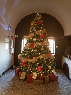 10ft christmas tree in traditional colours in an old manor house!!