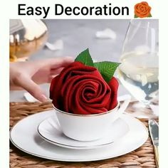 11 Really cool DIY Garden Bed and Plant ideas Diy Crafts Hacks, Diy Crafts For Gifts, Diy Home Crafts, Serviettes Roses, Easy Napkin Folding, Folding Napkins, Diy Garden Bed, Food Decoration, Diy Table