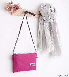 簡単!シンプルな横長のぺたんこ ポシェットの作り方 | ぬくもり Clutch Bag, Crossbody Bag, Tote Bag, Love Sewing, Sewing Hacks, Fabric Crafts, Purses And Bags, Sewing Patterns, Shoulder Bag