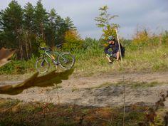 Szlak testowany jesienią, ale wart wykorzystania podczas zimowych krótkich rajdów: http://lubimyrowery.pl/trasy/swietokrzyskie/lesna-trasa-w-miescie-czarny-szlak-rowerowy-kielce/