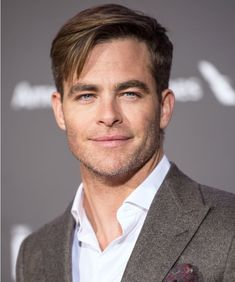 Who can you see Chris Pine play in marvel? After infinity war there possibly may be one less Chris in the Mcu and might need a new one Ryan Reynolds, Chris Pine Tumblr, Looks Quotes, Film Star Trek, Zachary Quinto, Karl Urban, Hollywood Actor, Hollywood Actresses, To My Future Husband