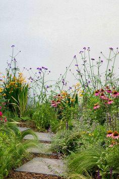 Garden Landscaping With Stones Formal Garden Design, English Garden Design, Balcony Garden, Garden Plants, Shade Garden, Back Gardens, Outdoor Gardens, Natural Garden, Colorful Garden