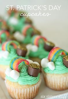 Thanksgiving Turkey Cupcakes Recipe – Six Sisters' Stuff St Patricks Day Cupcake, St Patricks Day Food, Saint Patricks, St Patricks Day Deserts, St Patricks Day Snacks For School, Six Sisters, Slow Cooker Desserts, My Little Pony Party, Baileys Irish Cream