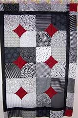 I thought I was almost finished with the quilt and was ready to sew on the last border. Colchas Quilting, Scrappy Quilts, Easy Quilts, Quilting Projects, Barn Quilt Designs, Quilting Designs, Patch Quilt, Applique Quilts, Quilt Block Patterns