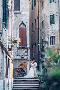 Rustikale trifft auf moderne Romantik: Ein Brautpaar-Shooting in Venedig @Linda Duschek  http://www.hochzeitswahn.de/inspirationen/rustikale-trifft-auf-moderne-romantik-ein-brautpaar-shooting-in-venedig/ #destination #wedding #couple