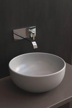 L'arte della ceramica per il bagno si tinge dei colori della terra e offre nuove percezioni cromatiche e tattili.