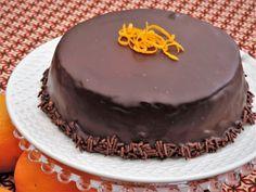 Deze chocolade sinaasappel taart doet denken aan de Pims koekjes, je zou dit de luxe uitvoering kunnen noemen door het gebruik van verse sinaasappels.