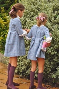 Looking for a sewing pattern for a similar dress | Tweed dress with front and back pleats | White collar and sleeves