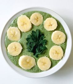 Kale Smoothie Bowl | Here's What Real Healthy People Actually Eat For Breakfast