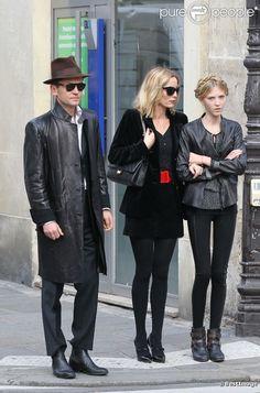 A very well styled family. Gloria Vanderbilt, Street Chic, Street Style, Irish Fashion, Le Smoking, Fashion Models, Fashion Outfits, Poppy Delevingne, Giovanna Battaglia