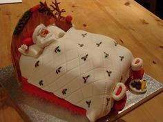 How adorable is this Sleeping Santa Cake? Christmas Cake Designs, Christmas Cake Decorations, Christmas Cupcakes, Holiday Cakes, Christmas Desserts, Christmas Treats, Christmas Baking, Santa Christmas, Xmas Cakes