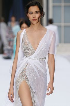 Stunning Embroidered Slit Asymmetric Backless Sheath Evening Maxi Dress / Evening Gown with Deep V-Neck Cut and Open Back. Autumn Winter Couture Collection by Ralph & Russo Source by katharinatsepou dress Couture Dresses, Bridal Dresses, Fashion Dresses, Nice Dresses, Short Dresses, Ralph & Russo, Cocktail Outfit, Transparent Dress, Couture Collection