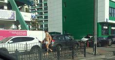 Сегодня по центральным улицам Сочи совершенно спокойно разгуливал голый мужчина. За спиной у него был рюкзак.     Его видели в рай...