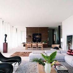 Residência em Mallorca, Espanha. Projeto do arquiteto Alexander Von Waberer e da designer de interiores Isabel Jover. #interiores #arquiteturaeinteriores #arte #artes #arts #art #artlover #design #interiordesign #architecturelover #instagood #instacool #instadaily #furnituredesign #design #projetocompartilhar #davidguerra #arquiteturadavidguerra #shareproject #dinigroom #diningroomdesign #mallorca #spain #mallorcardesign #alexandervonwaberer #isabeljover