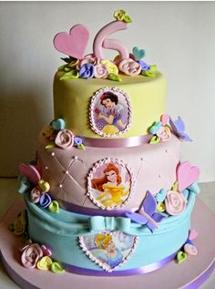 Disney Birthday Cake Princess, Snow White, Cinderella and Belle Cake Who All are in the Disney Castle Pretty Cakes, Cute Cakes, Beautiful Cakes, Amazing Cakes, Disney Princess Birthday, Disney Cakes, Disney Food, Fancy Cakes, Pink Cakes