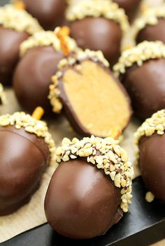 Peanut Butter Balls, Peanut Butter Recipes, Chocolate Peanut Butter, Chocolate Recipes, Fall Baking, Holiday Baking, Christmas Baking, Refreshing Desserts, Delicious Desserts