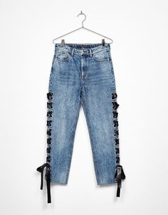 High Waist jeans with tie. Discover this and many more items in Bershka with new products every week