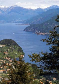 Lago di Como- best way to see it?  Bus let's you see so many things you can't by boat. Always travel on the North (Cernobbio ) side of Lake. Switch to other side in Cadennabbia or Menaggio to see Bellagio or Varenna- or vice versa. On return take the slow(not hydrofoil) boat back to see lake views.These are very different experiences.