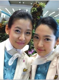 Pretty cabin attendant in Korean Air ~ World stewardess Crews