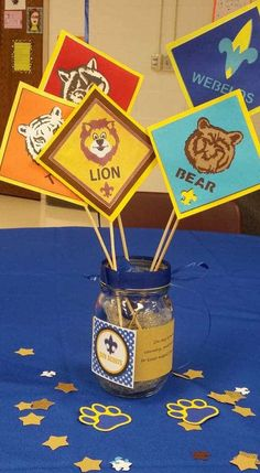 Check out these 15 Cub Scout Blue and Gold centerpieces for your next banquet. Banquet Centerpieces, Banquet Decorations, Simple Centerpieces, Cub Scout Crafts, Cub Scout Activities, Cub Scouts Bear, Boy Scouts, Cub Scout Blue And Gold Centerpieces, Boy Scout Camping