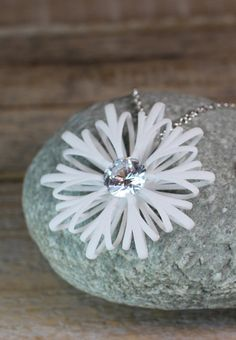 White flower statement pendant with zirconia stone and a sterling silver chain.  #flowernecklace #whitependant #pendant #white #flower #silverchain #anhänger #weiß #groß #statement #jewelrydesing #schmuckdesign