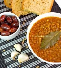 Fakes: A traditional Greek vegan soup recipe! One of the best vegetarian recipes for legumes! Double the garlic next time Vegetarian Lentil Soup, Vegan Soups, Greek Lentil Soup Recipe, Lentil Salad, Best Vegetarian Recipes, Healthy Recipes, Healthy Food, Easy Recipes, Salad Recipes