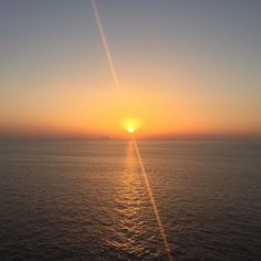 Sun set from #carnivalvista our second day has been more relaxed and feeling so chilled! Seeing nature at its best like this has made the perfect ending to the day! #CarnivalFamily #foodieseeker #sunset