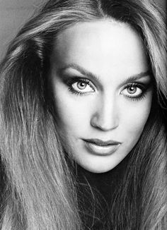 Whenever I used to think of Jerry Hall , I thought of a refined, classy, almost austere woman, the former wife of Mick who lived in some fa... Francesco Scavullo, Top Fashion Magazines, Jerry Hall, 70s Glam, Asian Makeup, Timeless Beauty, Iconic Beauty, Classic Beauty, Famous Faces