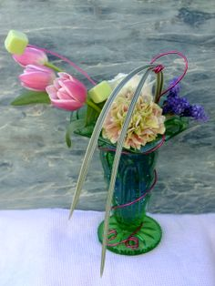 Summer floral cocktail using gel created for Floral Design Magazine. Helen Allen. Verdila Glass Vase, Floral Design, Cocktails, My Favorite Things, Flowers, Home Decor, Cocktail Parties, Homemade Home Decor, Floral Patterns