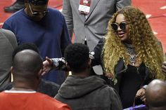 The couple greeted producer Babyface and his son Dylan.   - We Are All Beyoncé Sitting Courtside And Eating Chips From Her Purse