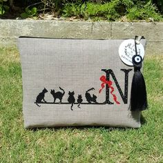 Bizim kediler hala miskin miskin yatıyorlar, bizden herkese kocaman günaydın 🐾🐾 hayırlı cumalar #handmade #handmadebag #elyapimicanta… Cross Stitch Embroidery, Embroidery Patterns, Hand Embroidery, Cross Stitch Patterns, Handmade Bags, Messenger Bag, Needlework, Hello Kitty, Diy And Crafts